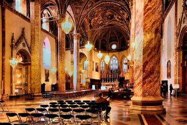 interno cattedrale san lorenzo perugia